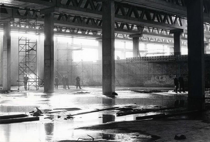 SA/DEP/4/6/34 - Photograph of Charlton Depot (during construction) - visit of Concrete Society