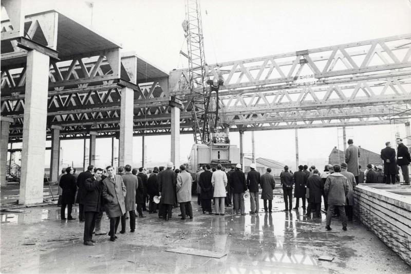 SA/DEP/4/6/36 - Photograph of Charlton Depot (during construction) - visit of Concrete Society