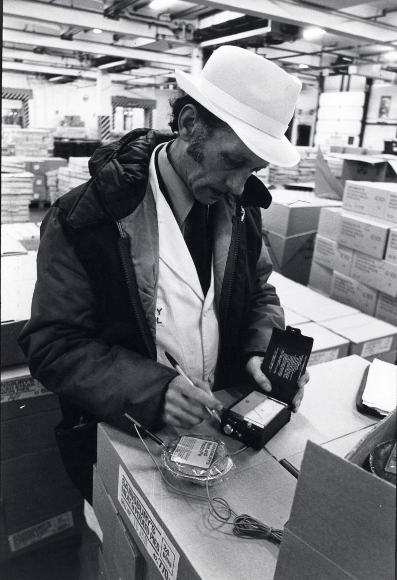SA/DEP/4/6/46 - Photograph of Charlton Depot, 1977 - George Dutton inspects perishables