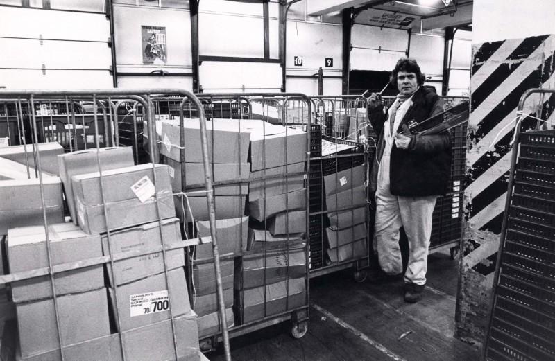 SA/DEP/4/6/49 - Photograph of Charlton Depot, 1977 - employee with trolleys