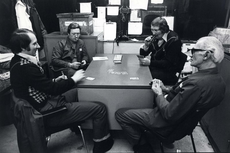 SA/DEP/4/6/51 - Photograph of Charlton Depot, 1977 - employees playing cards