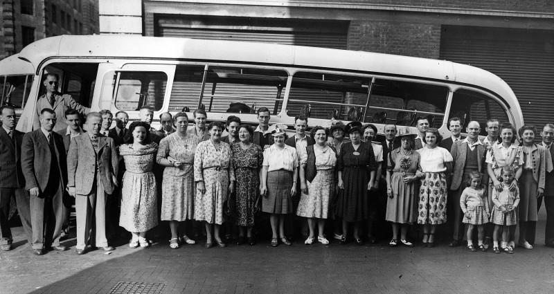 SA/EMP/SOC/1/IMA/5/2 - Photograph of Sainsbury's staff outing, c.1950