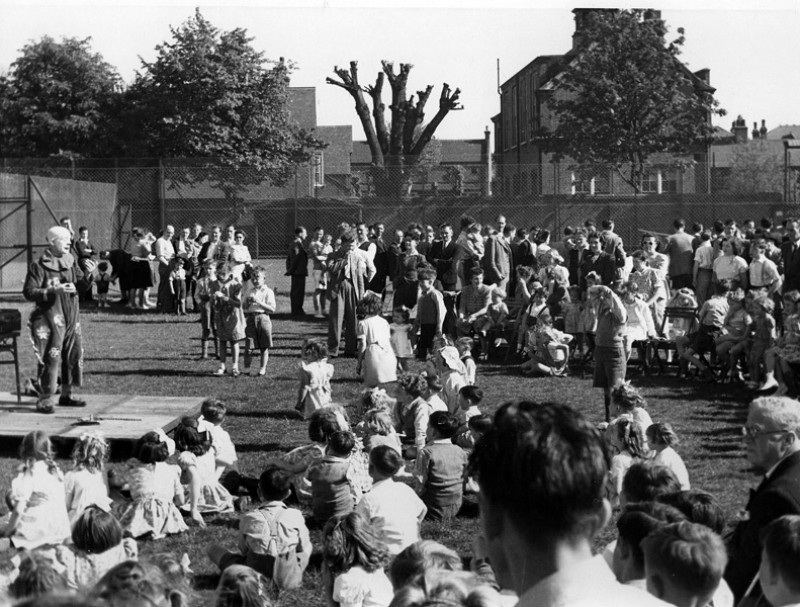 SA/EMP/SOC/3/IMA/4/3 - Photograph of summer fete for Sainsbury's staff and their families, c.1940