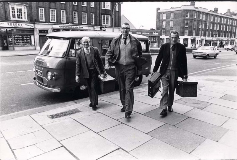 SA/REG/OFF/4/1/4 - Photograph outside of Norwich House, Streatham 1977 - men with cases stepping out of van on street