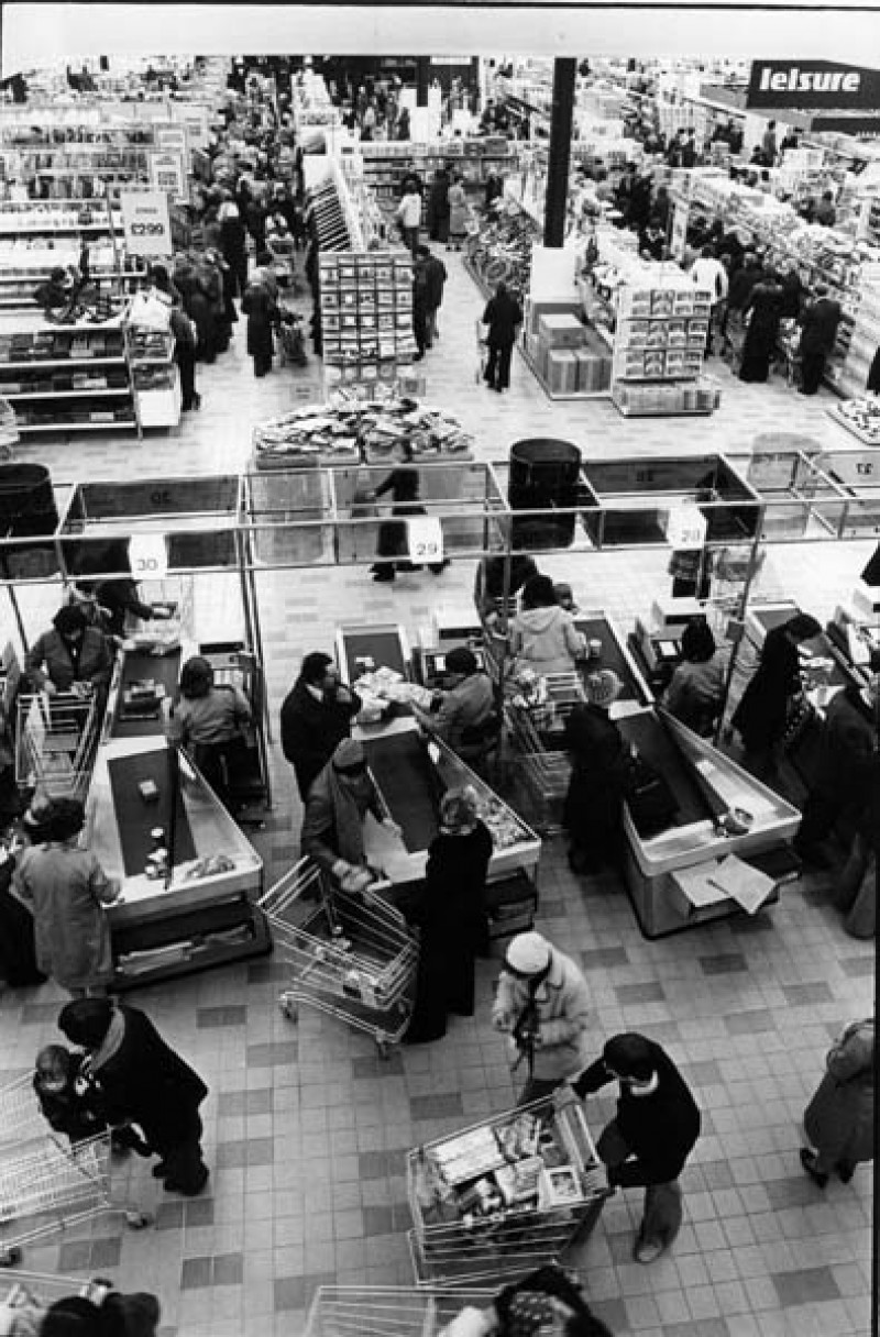 SA/SUB/SBHS/A-Z/W/IMA/1/6 - Photograph of interior of Washington Savacentre: at the checkouts (overhead view)