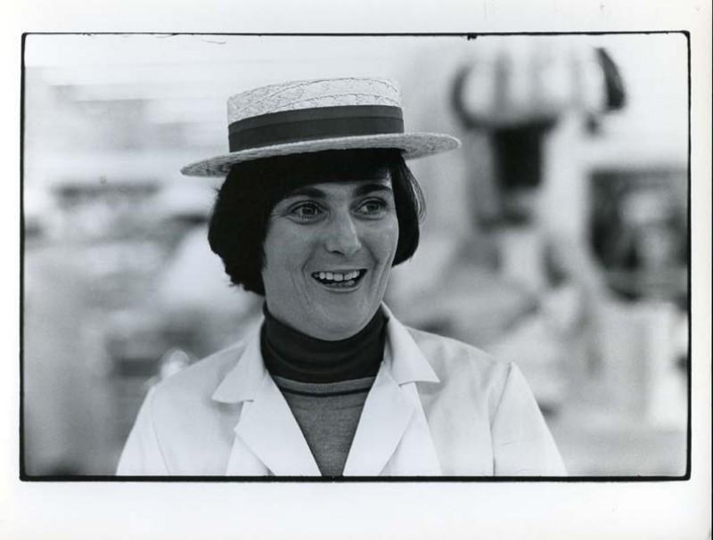 SA/SUB/SBHS/A-Z/W/IMA/1/7 - Photograph of female employee at Washington Savacentre